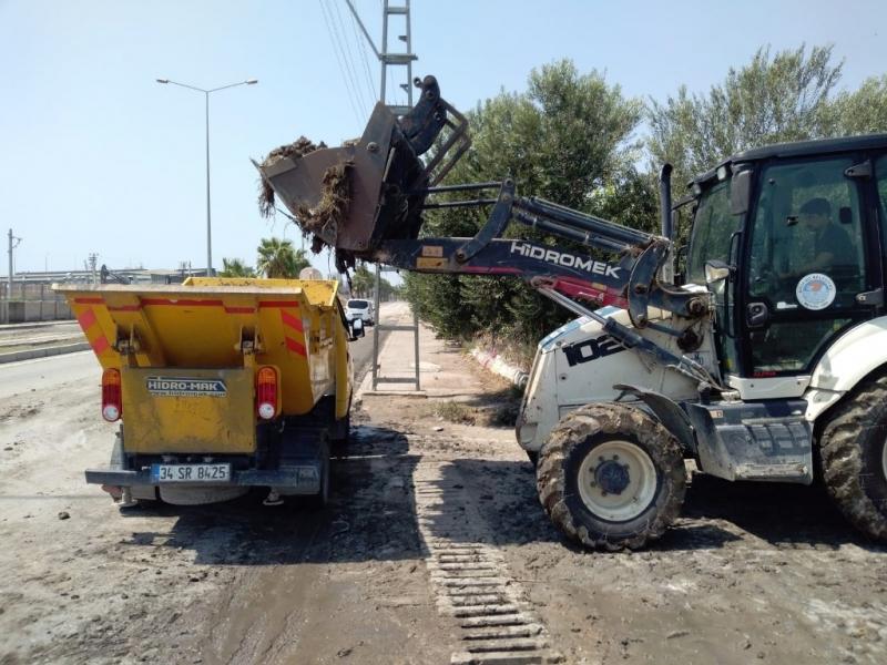 Akdeniz Belediyesi, su baskınlarından etkilenen vatandaşların yardımına koştu