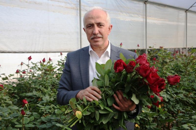 Başkan Gültak, 14 Şubat Sevgililer Gününü gül bahçesinde kutladı