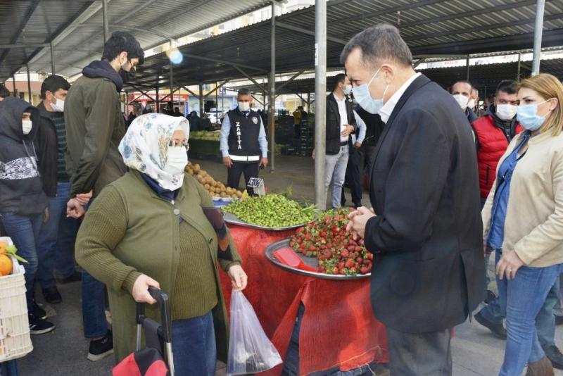 Başkan Özyiğit, mahallelerde vatandaşların taleplerini dinliyor