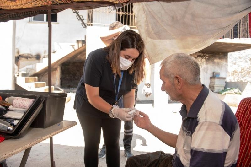 Büyükşehir Belediyesi sağlık ekibinden yangın bölgesindeki vatandaşlara destek