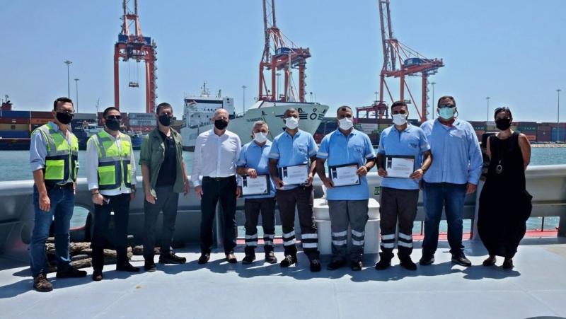 Denizi kirleten gemiyi telefonla kaydettiler, MIP'ın verdiği ödülü yangın bölgesine bağışladılar