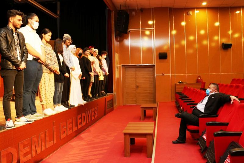 Dünya Tiyatro Günü´nde, down sendromlu 'Başkan'a özel oyun
