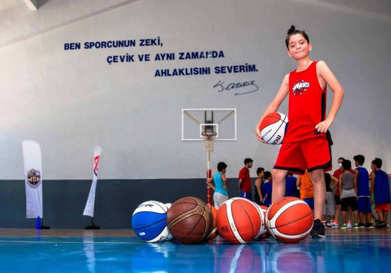 Erkek Basketbol Takımının altyapı seçmelerine 180 genç başvurdu