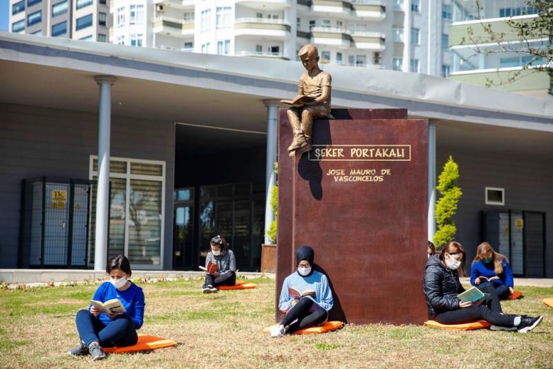 Mersin Büyükşehir Belediyesinden çocukları okumaya özendirecek sanatsal çalışma