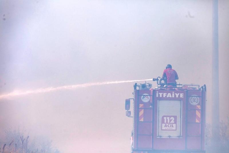 Mersin Büyükşehir Belediyesi, tüm ekipleri ile yangın bölgesinde seferber oldu