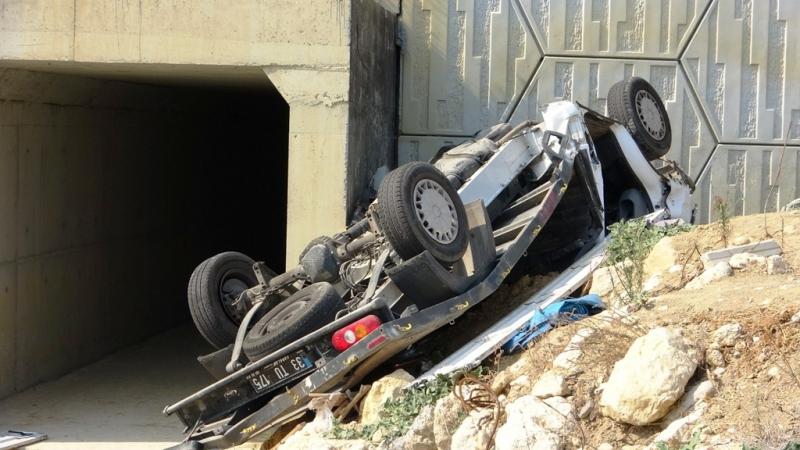 Mersin'de pikap köprüden uçtu 2 ölü, 1 yaralı