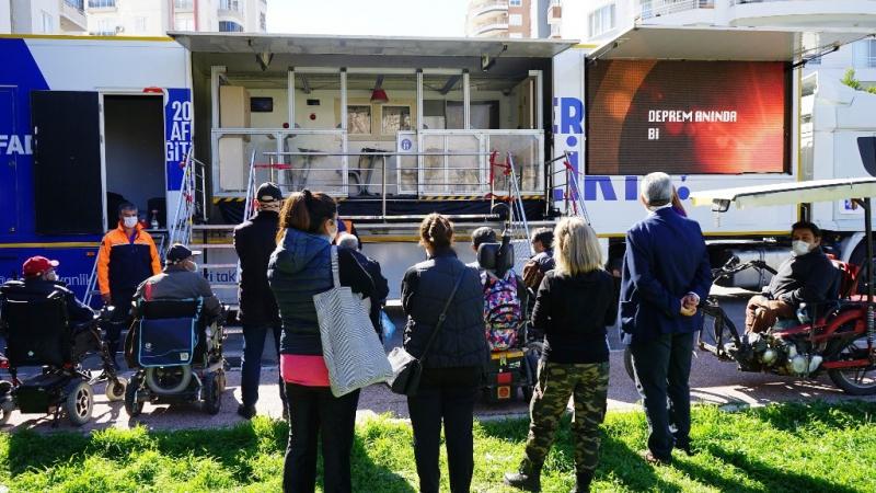 Mezitli Belediye personeline simülasyon tırında deprem eğitimi