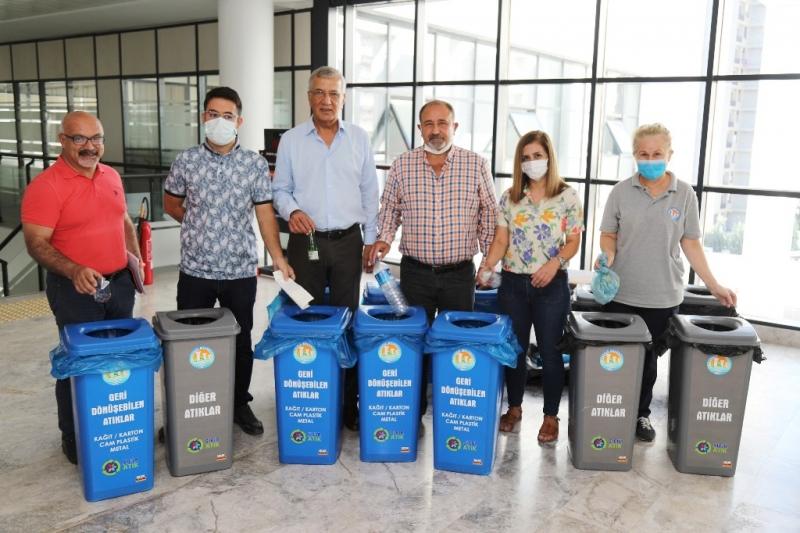 Mezitli Belediyesinde çöpler kaynağında ayrıştırılıyor