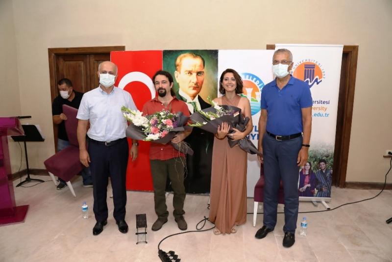Mezitli'de Taş Mektep gün batımı konserleri başladı