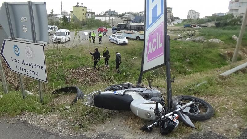 Otomobil ile motosiklet çarpıştı 2 yaralı