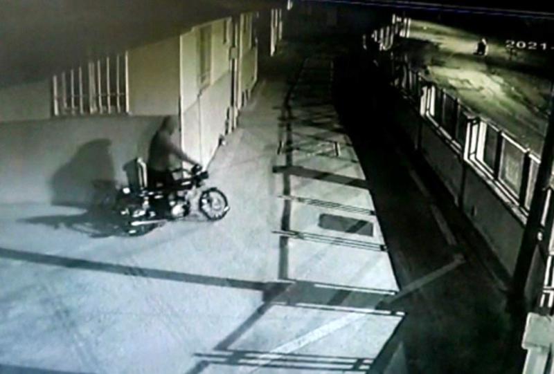 Sitedeki motosikleti çaldı