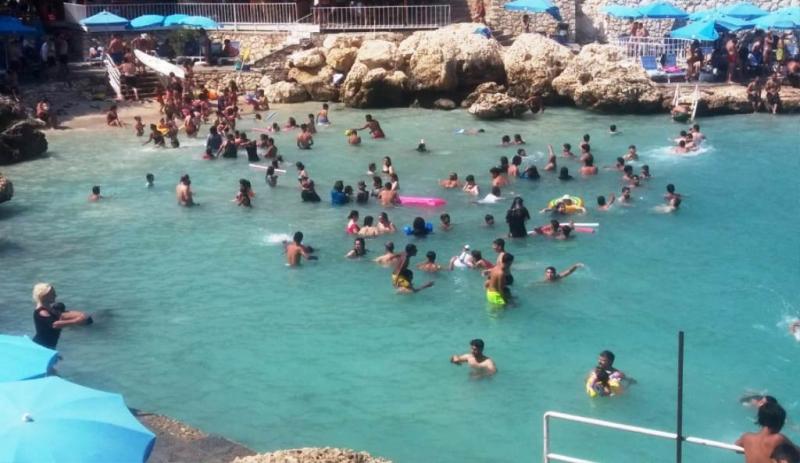 Tatil Akdenizin Mavi Sularında Devam Ediyor
