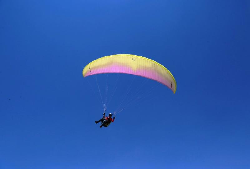 Torosların zirvesinde yamaç paraşütü yarışması
